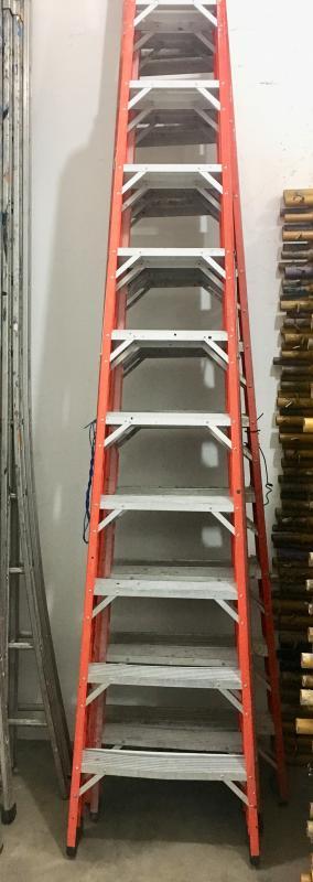Escada de fibra americana dupla